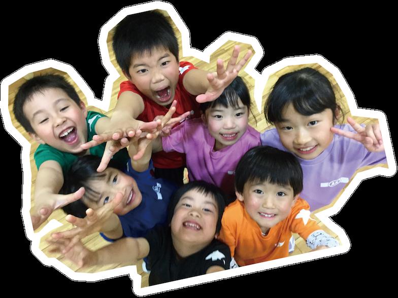 アクションスクールに通う子供達の写真